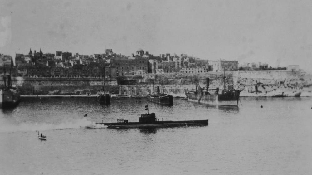 E14 sub in Bosphorus, 1915 ile ilgili görsel sonucu