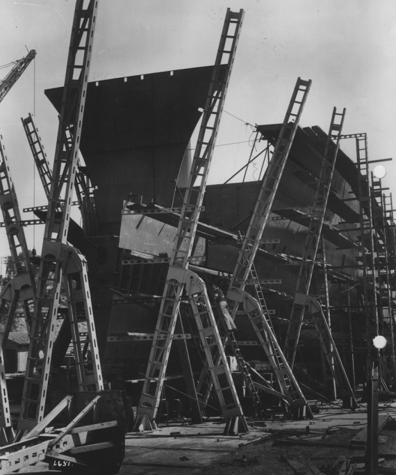 The bow of HMAS Vampire taking shape, November 1955