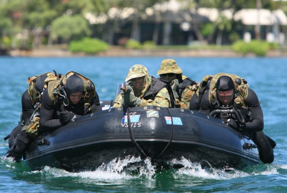 Australian clearance divers from Australian Clearance Diving Team ONE and FOUR conduct a practical insertion as part of their training for Exercise RIMPAC 2008.