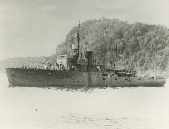 Bunbury c.1945. Note the Type A272 surface warning radar fitted above her bridge