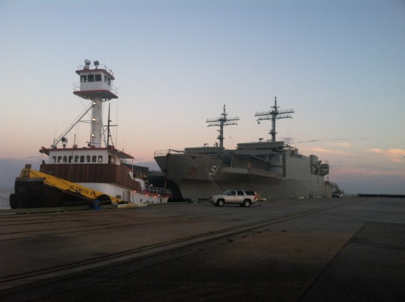 Kanimbla and Manoora alongside at Gulfport with the tug Elsbeth II in attendance. (Scott Hooper)
