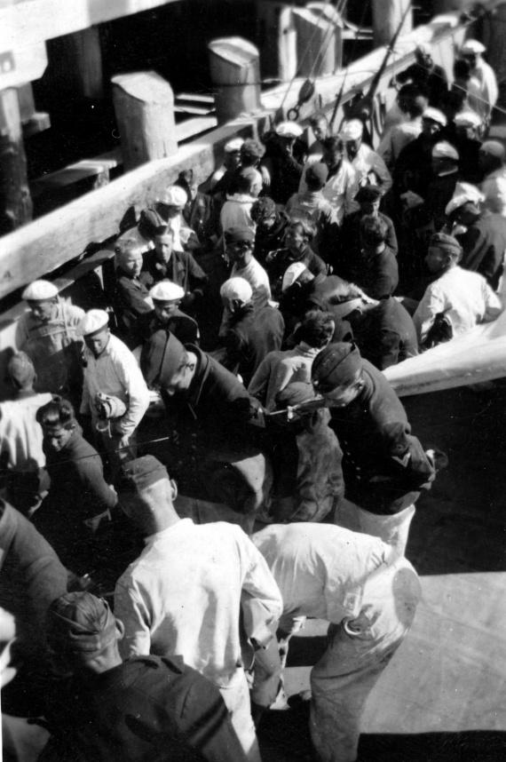 Kormoran survivors being landed in Carnarvon from HMAS Yandra
