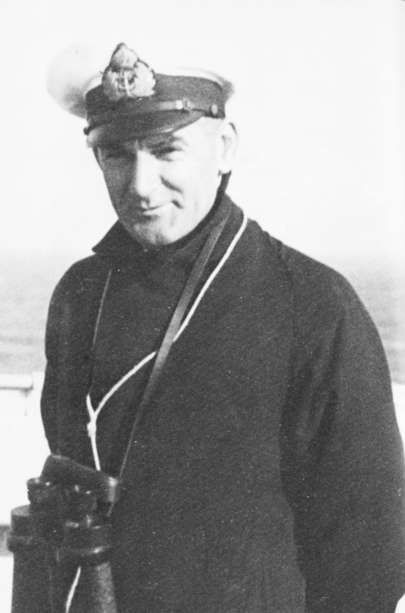 Lieutenant Commander David H. Richards, RANR(S). Commanding officer HMAS Armidale.