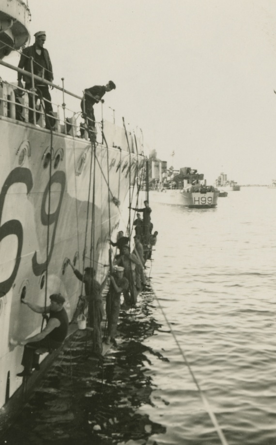Vendetta's crew applying disruptive pattern camouflage to the ship's side c. April 1941