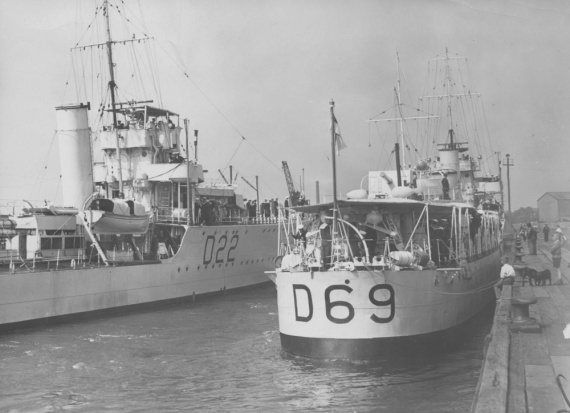 HMAS Waterhen and HMAS Vendetta.