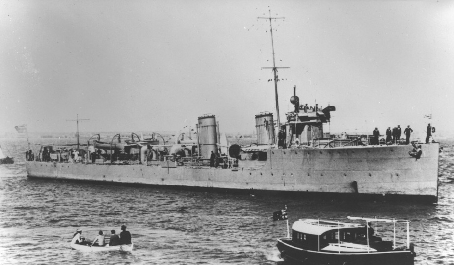 HMAS Warrego during the Fleet Entry on 4 October 1913.