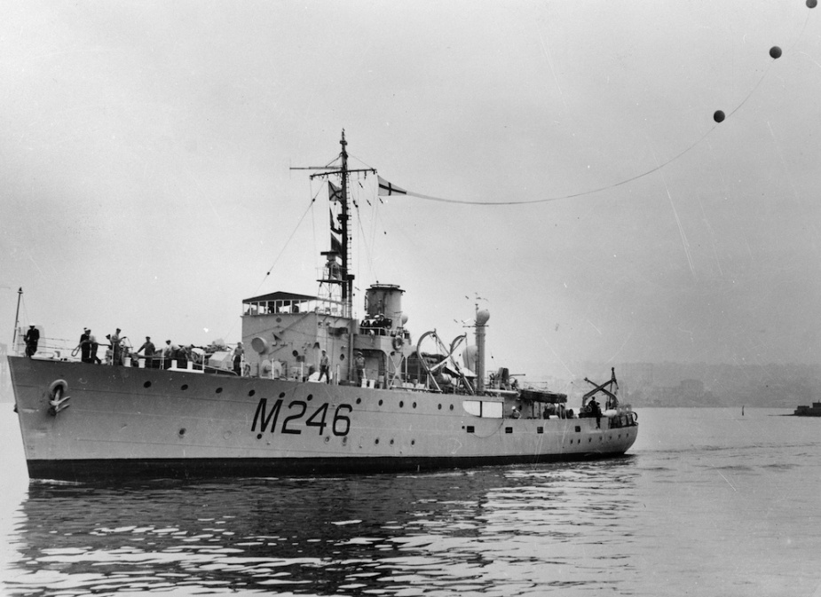 Fremantle flying her decomissioning pennant in Port Melbourne, 25 January 1946.