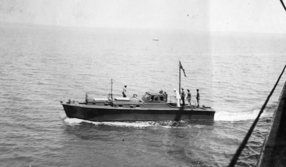 HMAS Larrakia being utilised as an Examination Vessel in Darwin prior to her commissioning in 1939.