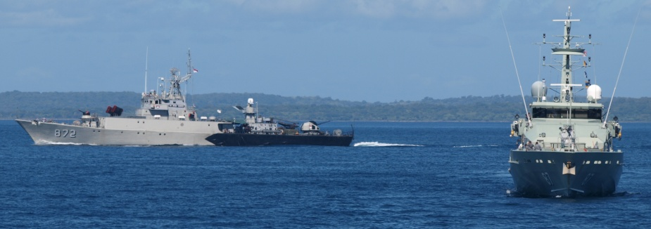 HMAS Pirie and Indonesian Navy Ship KRI Kerapu undertaking tactical manoeuvres off the coast of Kupang, Indonesia as part of Exercise CASSOWARY 2010.
