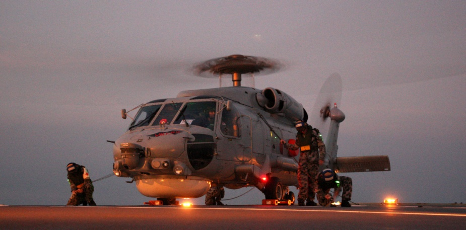 HMAS Darwin's Seahawk Helicopter lands on the flight deck of HMAS Perth during Exercise KAKADU 2012.