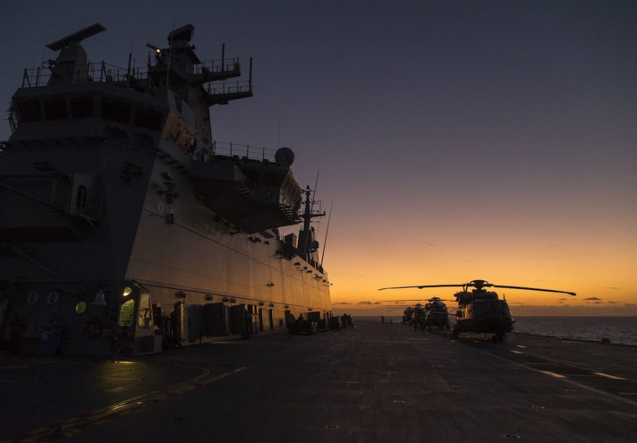 Four MRH-90 helicopters from 5th Aviation Regiment take off and land on HMAS Canberra's flight deck during Sea Series 2015 (LSIS Helen Frank).