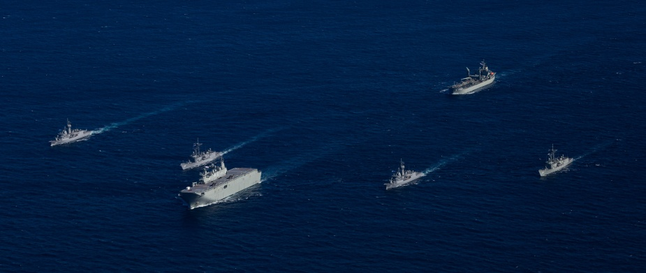 HMA Ships Adelaide, Darwin, Melbourne, Parramatta, Toowoomba and Sirius in formation off the coast of Sydney.