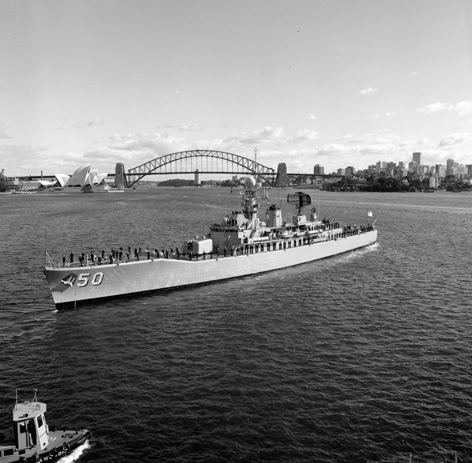 HMAS Swan departing Sydney Harbour for her 7 month deployment to South East Asia.