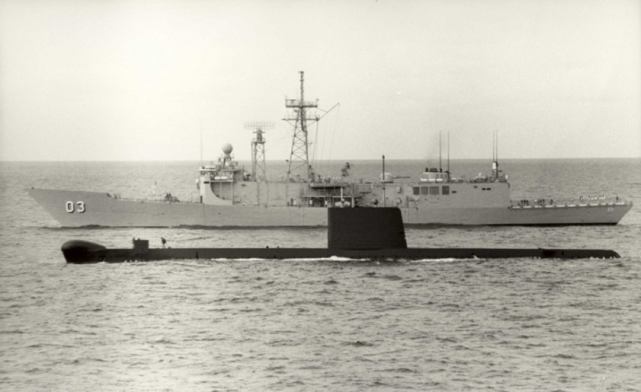 Oxley in company with HMAS Sydney.