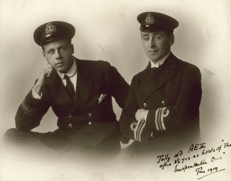 Lieutenant Commander Geoffrey Haggard and Lieutenant Commander Henry G Stoker, both of AE2, in 1919. (ANMM)