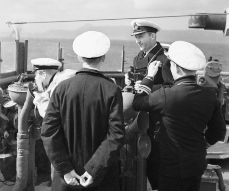 Captain Sir Philip Bowyer-Smyth, RN, with members of his bridge team on Perth's compass platform (AWM006605).