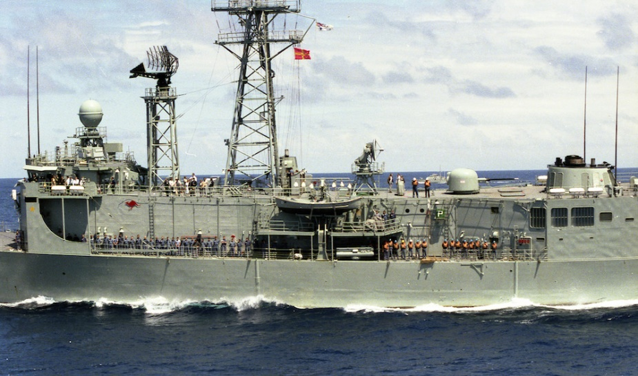 HMAS Adelaide wearing the post 1985 plain red kangaroo insignia. Note also the presence of the gold star on her bridge wing, indicating that she is the holder of the coveted Duke of Gloucester's Cup for overall efficiency.
