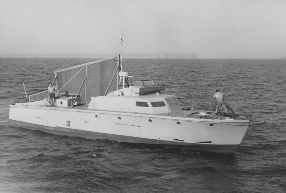 Both Air Trail and Air Master were rigged as target vessels for Sea Cat missile trials at the end of their useful life. It is unclear which of the two vessels appear in this picture which depicts the trial undertaken in March 1965 with HMAS Yarra.