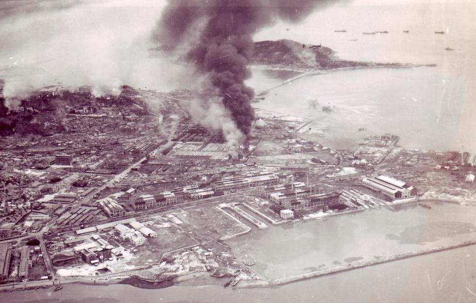Air raid damage at Inchon. © IWM (A 31722)