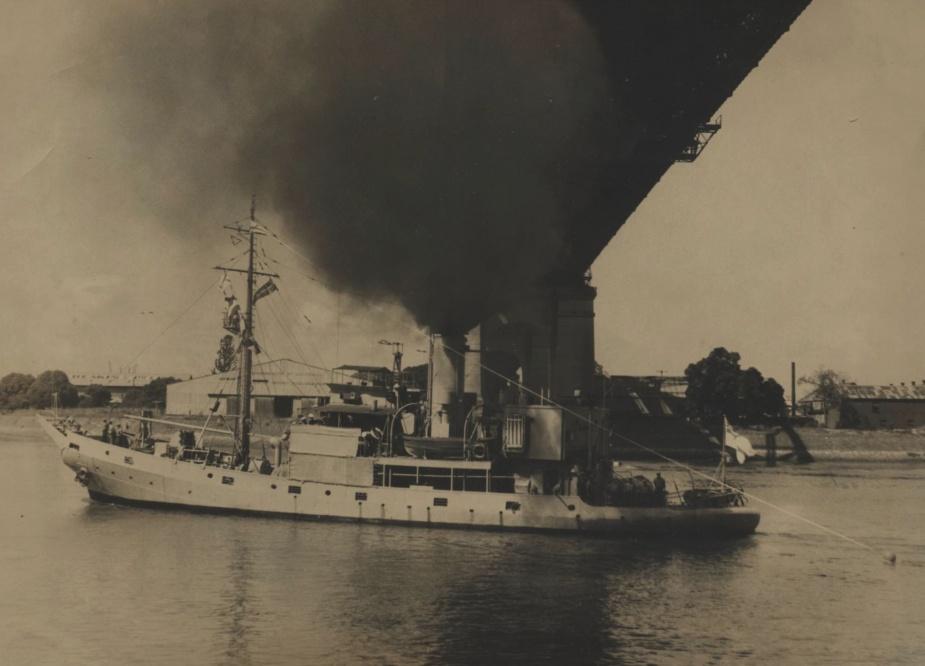 HMAS Kookaburra flying her decommissioning pennant