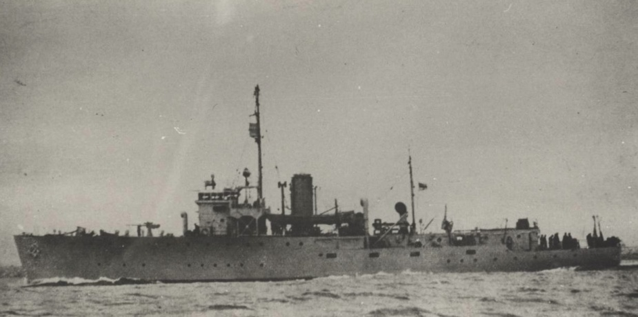 Despite being part of a class of minesweepers, HMAS Benalla was fitted out as an armed survey ship. Minesweeping gear was not installed meaning she could carry 107 crew members rather than the standard 85.