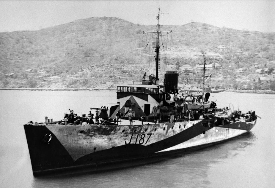A fine view of HMAS Bendigo wearing her striking wartime disruptive camouflage paint scheme and original pennant number - J187.