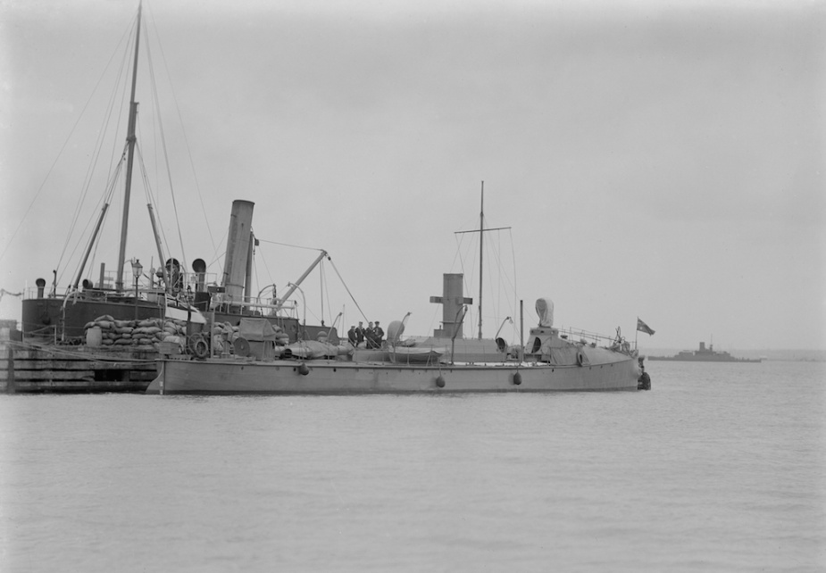 HMAS Countess of Hopetoun flying the White Ensign and Australian National Flag following her transfer to the Royal Australian Navy (Allan C Green State Library of Victoria)
