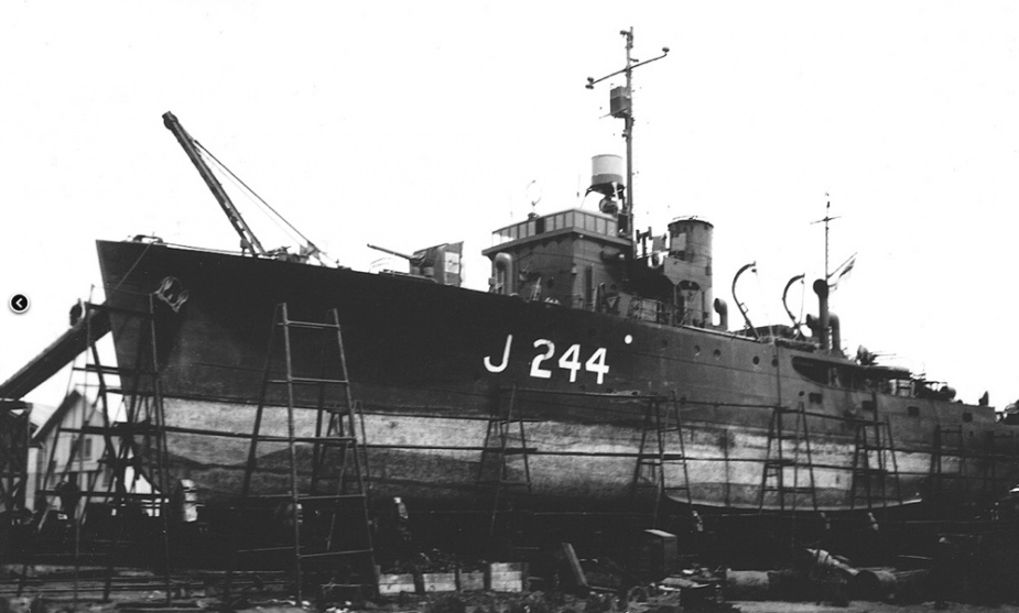 Castlemaine on the slipway at Fremantle c. March 1945.