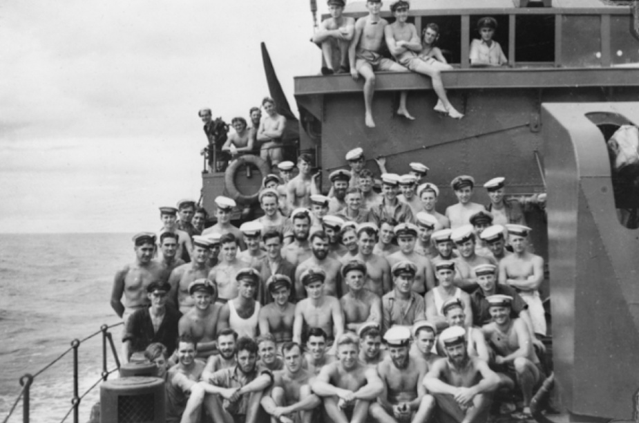 Castlemaine's ship's company c.1944 (J. Deeble, AWM P00782.002)