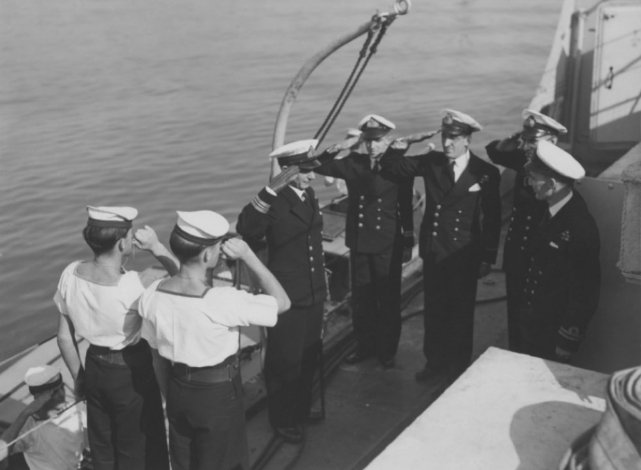 Lieutenant Commander Gunn is ceremonially piped aboard Culgoa on 29 May 1947.