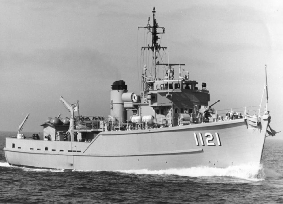 HMAS Curlew at sea.