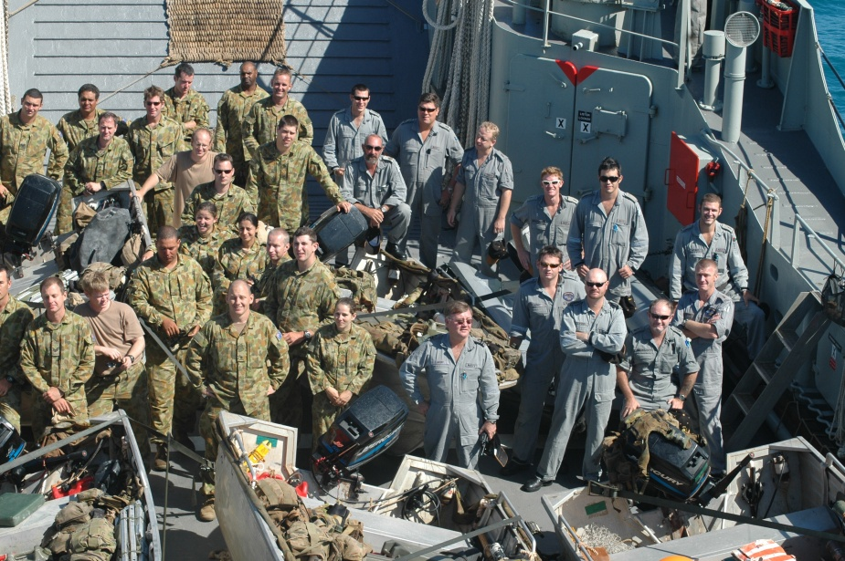 HMAS Labuan's crew with members of 51 FNQ regiment during operation RESOLUTE, 2006