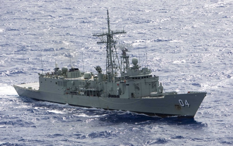 HMAS Darwin off the Great Barrier Reef during TALISMAN SABRE 09, 11 July 2009.