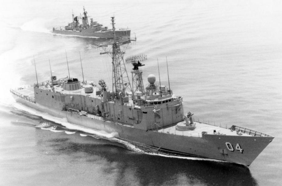 HMAS Darwin and HMAS Parramatta (III), circa 1989.
