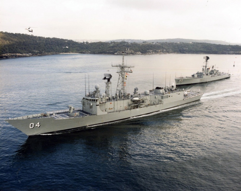 HMAS Darwin, with HMAS Yarra (III), entering Sydney Harbour for the first time on 8 November 1985. This was HMAS Yarra (III)'s last time entering the harbour prior to decommissioning.