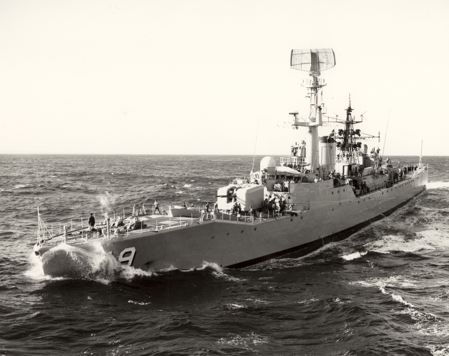 HMAS Derwent pre-modification, undertaking a Replenishment at Sea.