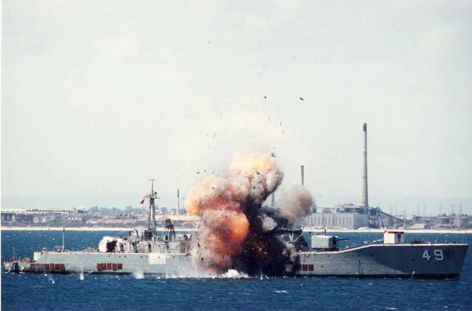 HMAS Derwent performs DSTO trails.