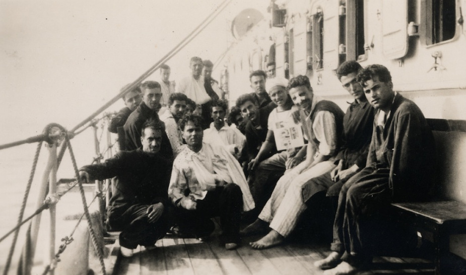 Survivors from Espero following their rescue by Sydney.