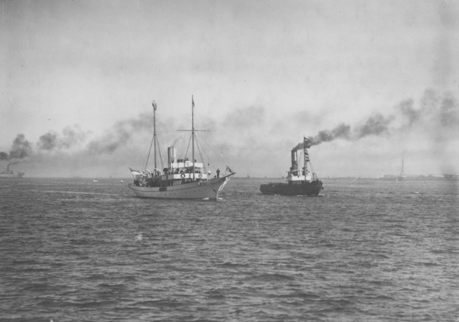 HMAS Franklin performing the duties of Royal Yacht in June 1920.