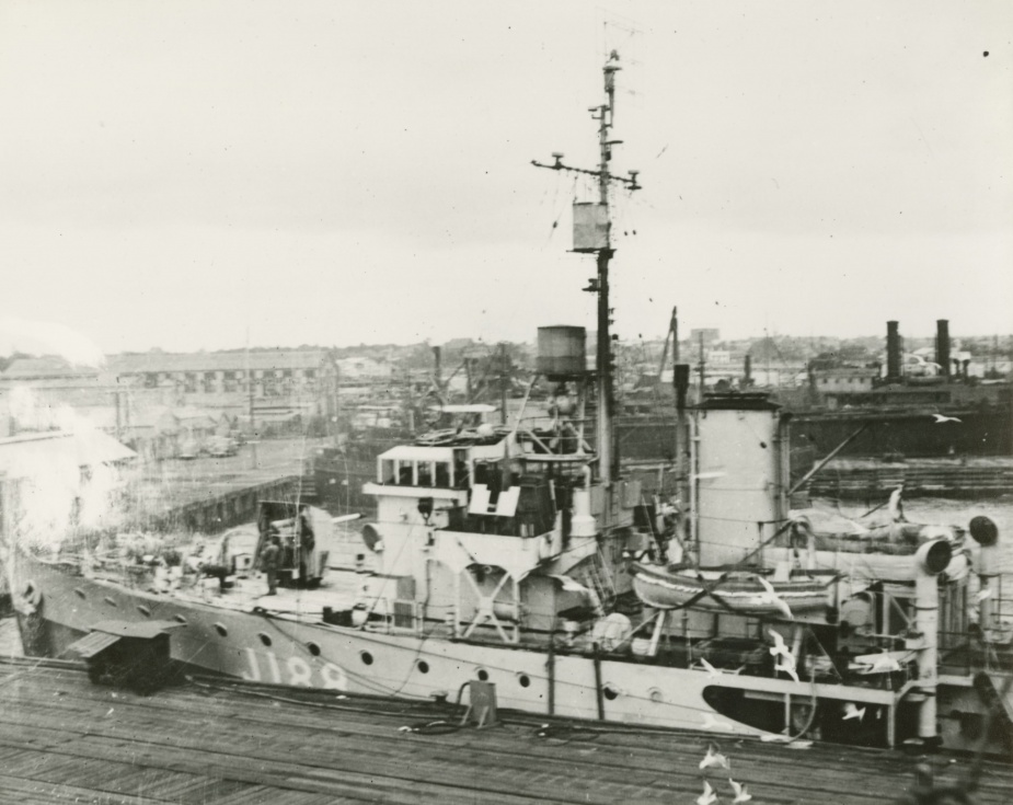 HMAS Gawler alongside