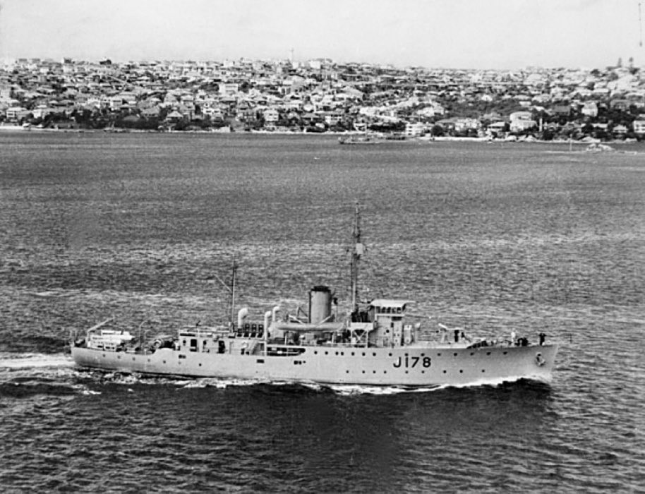 HMAS Geraldton steams into Sydney Harbour, circa 1942.