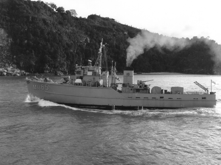 HMAS Gull exercising in coastal waters.