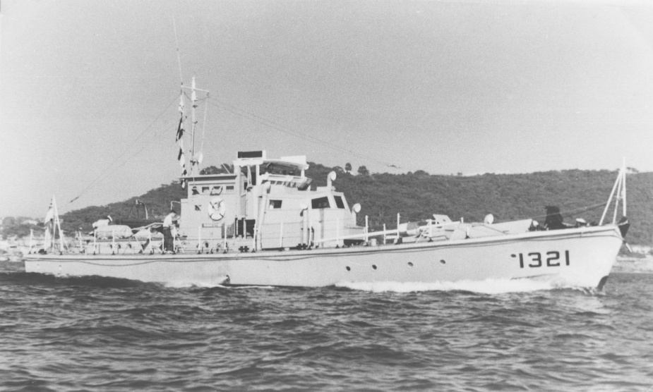 SDB 1321 as Rushcutter departing Sydney c. 1960s.