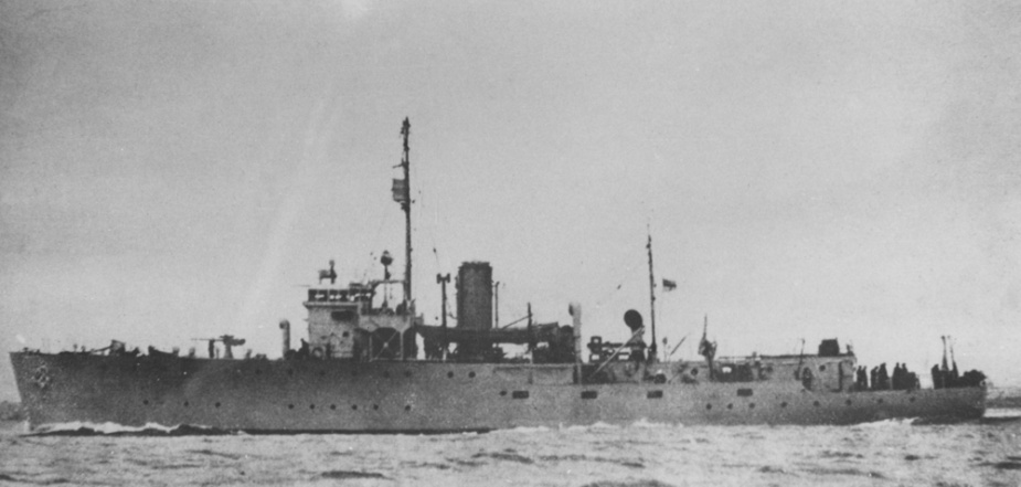 HMAS Armidale at sea. Note the location of the aft Oerlikon gun situated behind the mainmast.