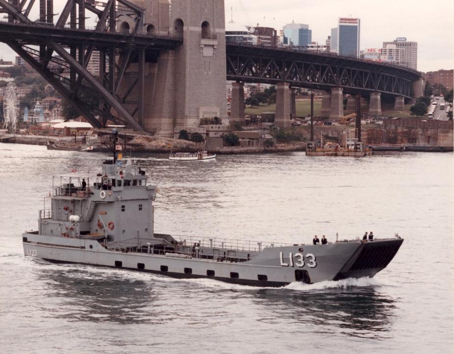HMAS Betano departing Sydney, 8 August 1990.