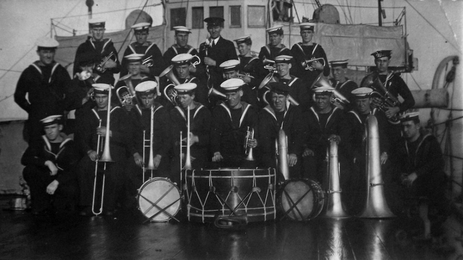 HMAS Brisbane's ships band
