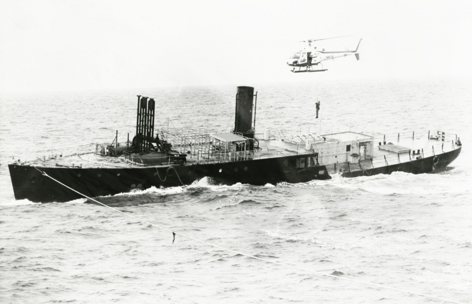 HMAS Colac being sunk off Jervis Bay on 4 March 1987