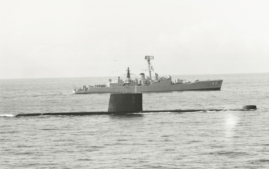 HMAS Derwent in company with HMAS Otama, August 1979