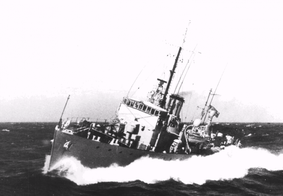 HMAS Kiama in heavy swell