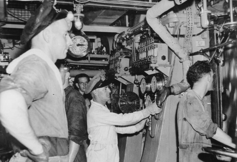 Engineers onboard HMAS Murchison